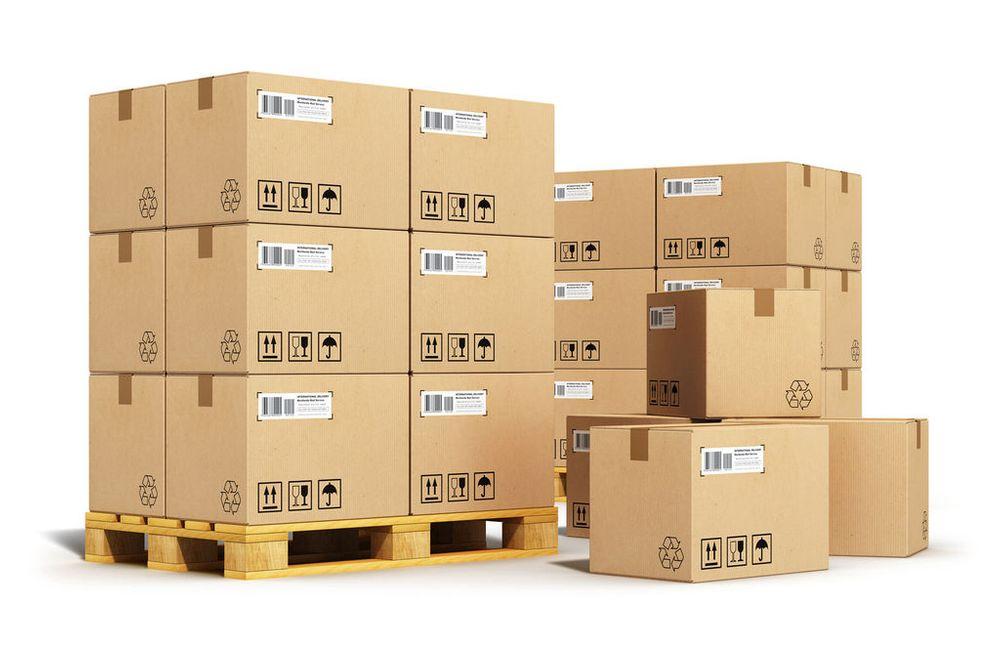 Упаковка оптовых заказов на паллетах для отгрузки в транспортную компанию
